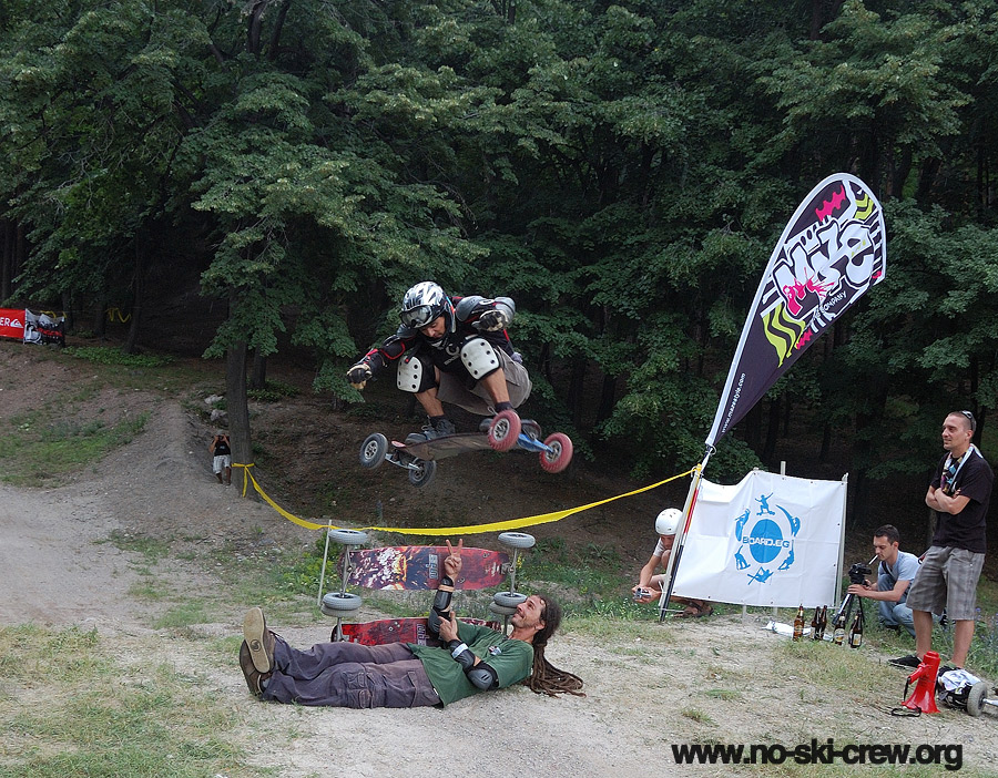 Mountainboard jump over 2boards and a person SHAMBHALA DIRT OPEN 2012   една маунтинборд традиция