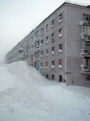 сняг до 3тия етаж